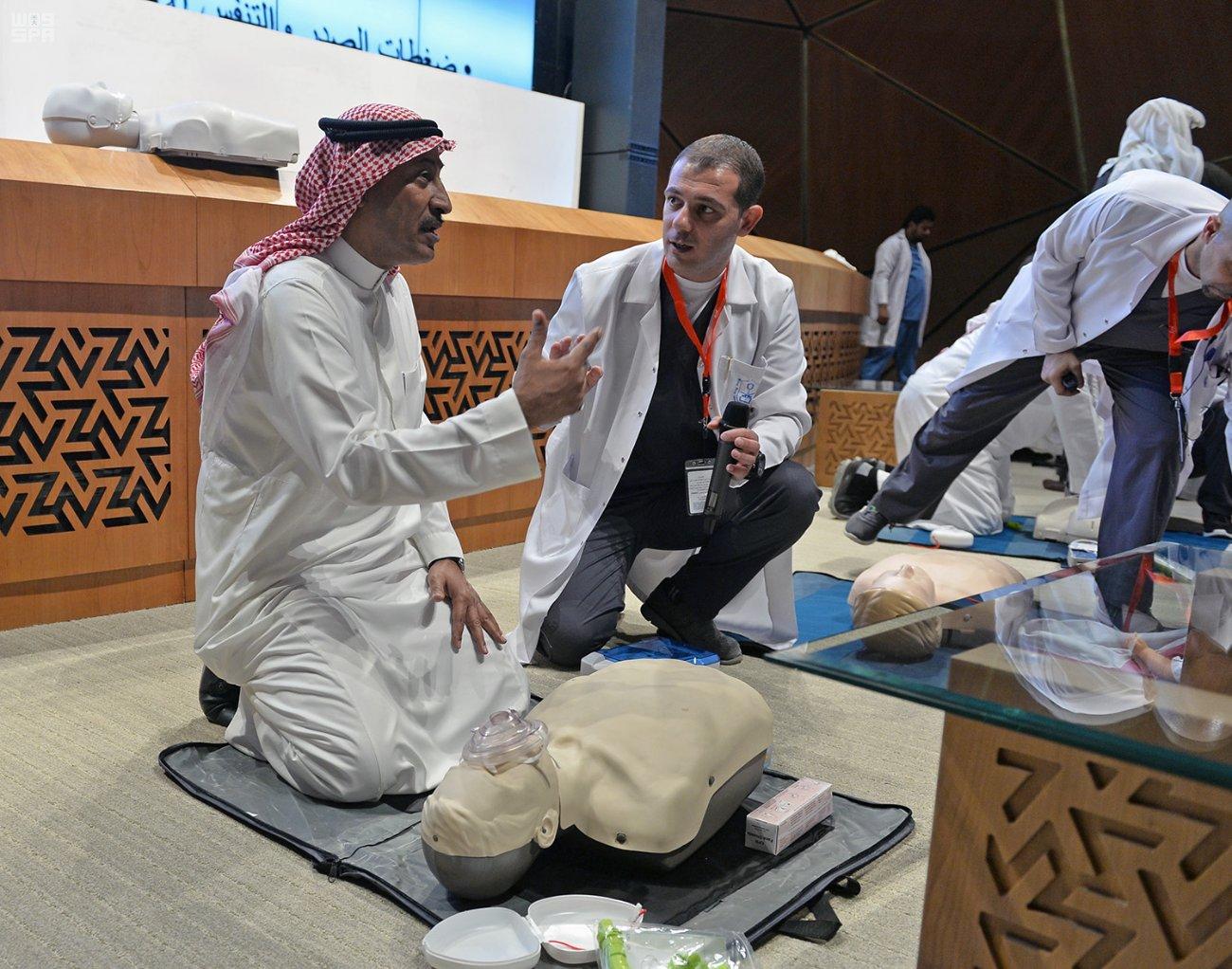 """""""واس"""" و جامعة الملك سعود تؤهلان 44 صحفيًا للقيام بالإسعافات الأولية في الأماكن الخطرة"""