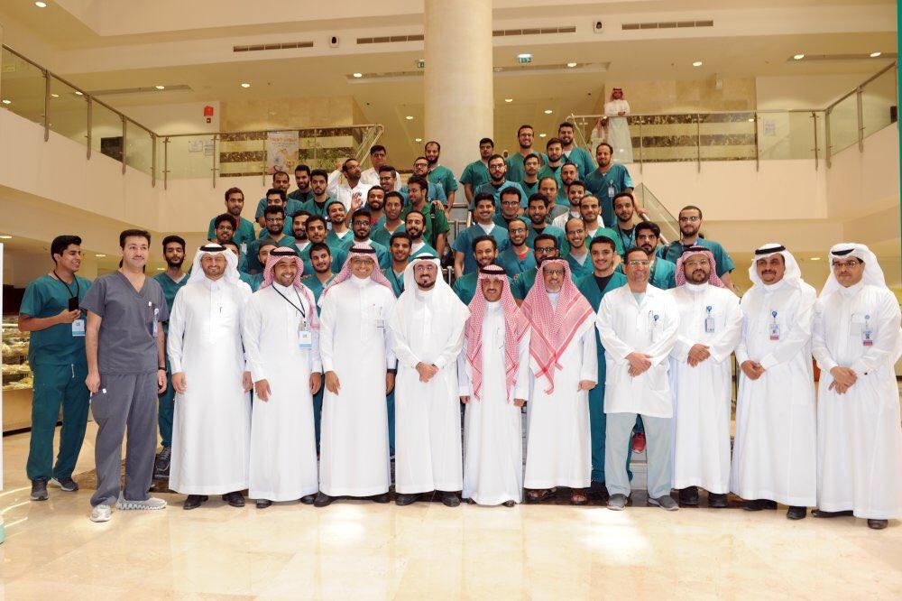 انطلاق الملتقى السنوي الخاص بأبحاث أطباء وطبيبات امتياز كلية طب الأسنان بجامعة الملك سعود