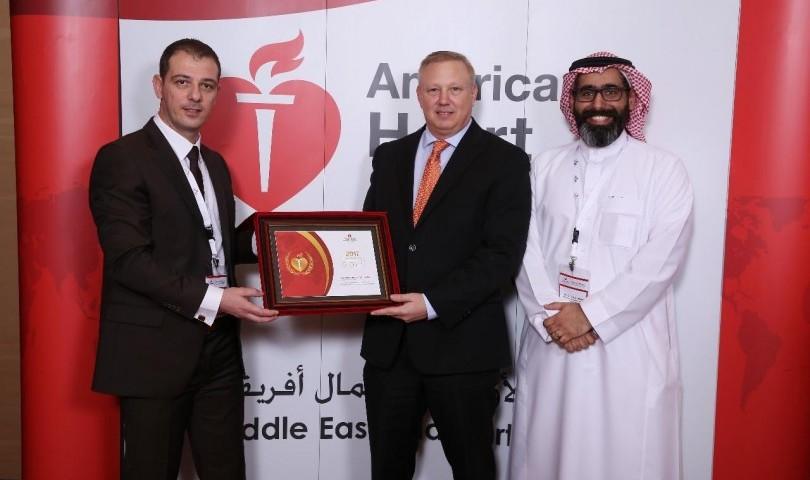 """جمعية القلب الأمريكية تمنح """"الوسام الذهبي"""" لمركز المهارات والمحاكاة الصحية بجامعة الملك سعود لعام 20"""