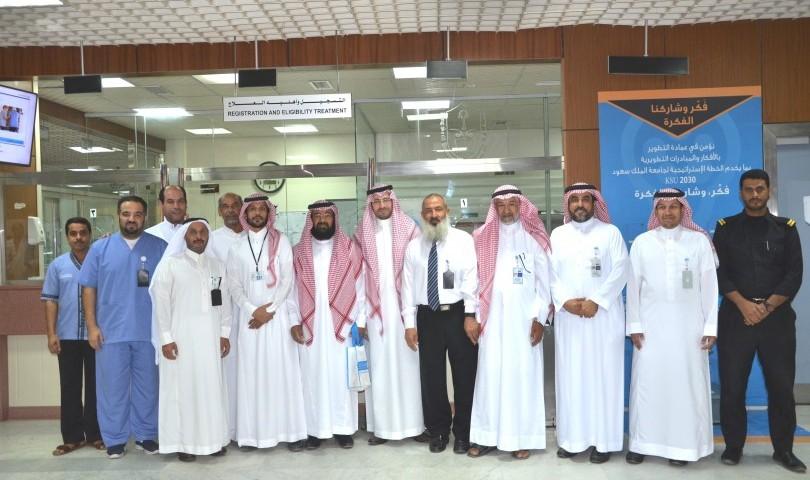 """""""طبية"""" جامعة الملك سعود تعايد المرضى المنومين بمستشفى الملك عبدالعزيز"""