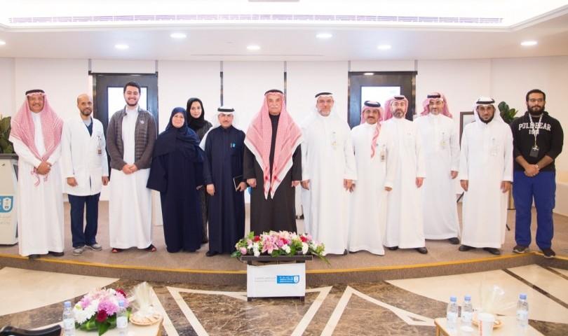 """المدينة الطبية و كلية الطب بجامعة الملك سعود تستضيفان """"معالي الدكتور حسين الجزائري"""""""