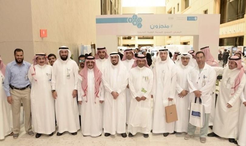 """وكيل جامعة الملك سعود يدشن """" # منجزون""""  بالمدينة الطبية الجامعية"""