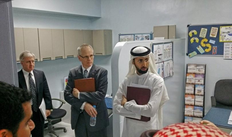 وفد الكلية الأمريكية للصيدلة الإكلينيكية يزور صيدلية المدينة الطبية بجامعة الملك سعود