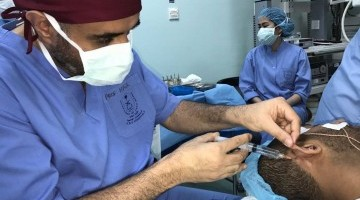 جامعة الملك سعود تجري عملية نادرة لزراعة القوقعة بتخدير موضعي